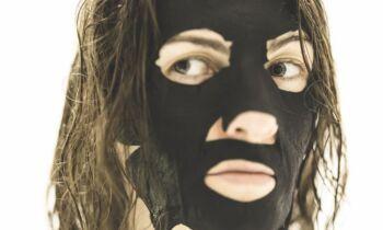 maschera al carbone